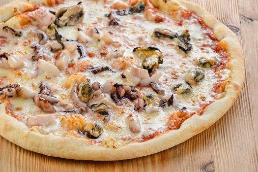 Пицца с морским коктейлем рецепт с фото